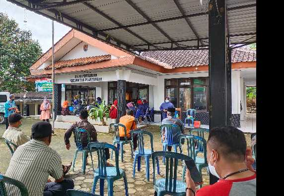 Vaksinasi Perangkat Desa Sewilayah Kecamatan Plantungan